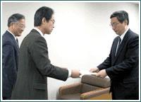 「反対署名」を司法改革推進本部に提出(11月27日)