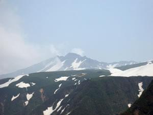 そびえ立つ鳥海山