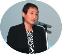 講演する薄井雅子さん