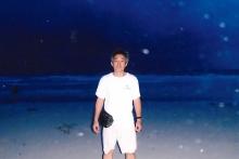 森川弁護士と青い海