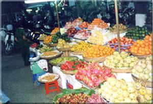 ダ・ナンの市場(パッションフルーツが並ぶ)