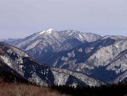 皆子山山頂から武奈ヶ岳を望む