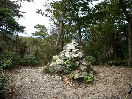 竜ヶ岳山頂のケルン