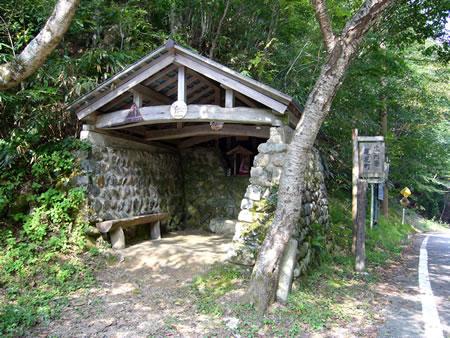 佐々里峠の石室