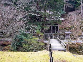 峰定寺の山門(12月~3月は山門)