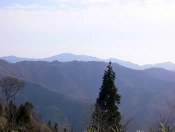 手前に経ヶ岳、向こうに武奈ヶ岳(P936付近から)