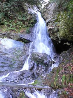 一の滝(落差約30m)